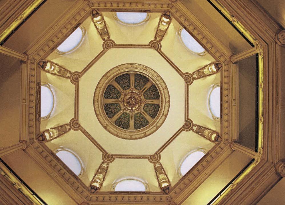 Prunkvoll – und teuer im Unterhalt: die Kuppel im Grand Hotel Römerbad  | Foto: Pro
