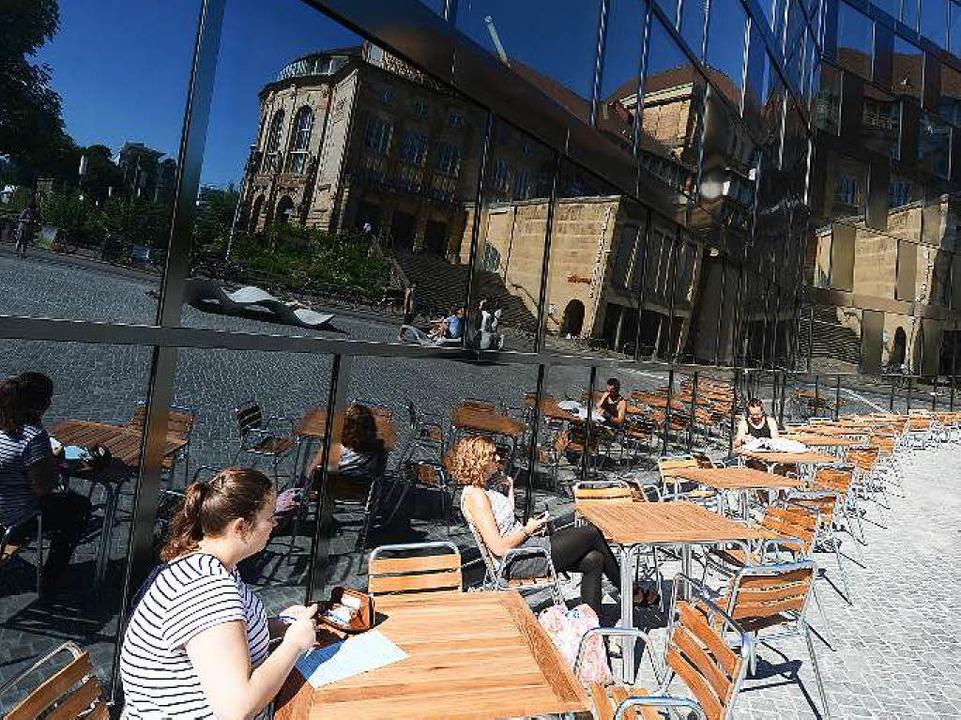 Nur in der Eröffnungszeit war das Café draußen geöffnet.  | Foto: Rita Eggstein