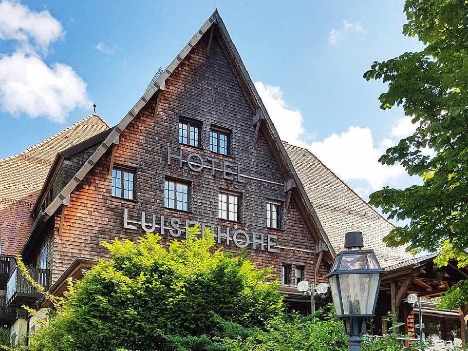 Markanter Bau hoch über dem Hexental – noch: das Hotel Luisenhöhe.  | Foto: Petra Kistler