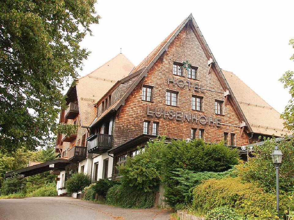 Markanter Bau hoch über dem Hexental – noch: das Hotel Luisenhöhe.  | Foto: Kathrin Blum