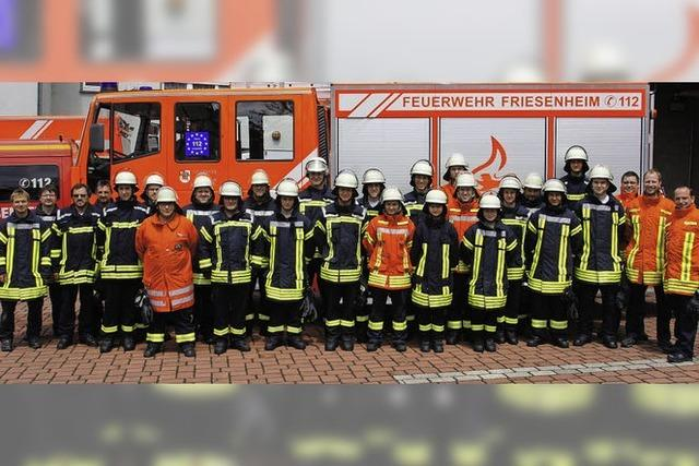 21 neue Feuerwehrleute