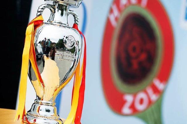 Zoll stoppt falschen EM-Pokal auf dem Weg nach Freiburg