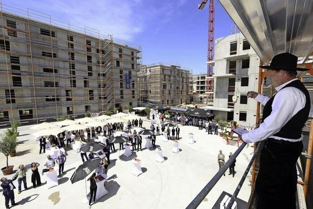 Am Güterbahnhof wurde Richtfest für zwei Hotels und 100 Wohnungen gefeiert