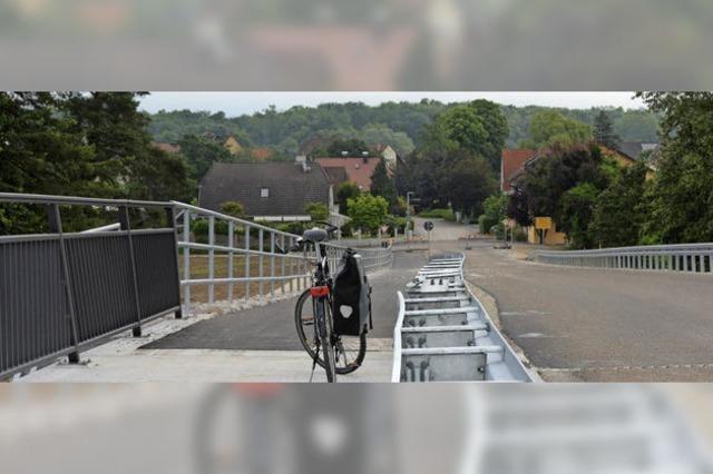Mit Tempo 30 über die neue Brücke