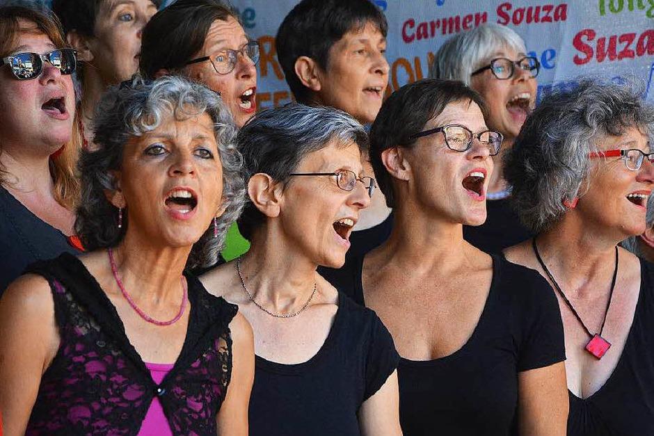 Lörrach singt – und wie: Singbegeisterte aus der ganzen Region stimmten mit ein. (Foto: Barbara Ruda)