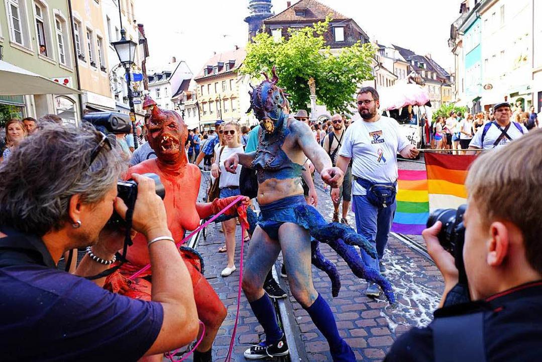 Bunter, bunter, CSD: Die große Parade durch die Freiburger Innenstadt.  | Foto: Miroslav Dakov