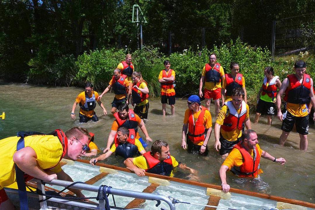 Die DLRG-Ortsgruppe rettete die Besatzung und das gekenterte Boot  | Foto: Heinz u. Monika Vollmar