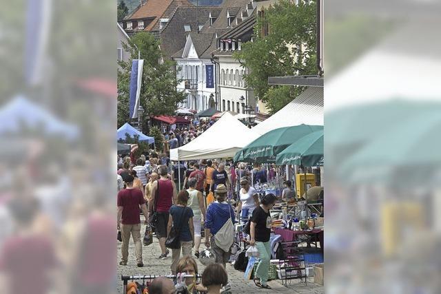 Großer Straßenflohmarkt