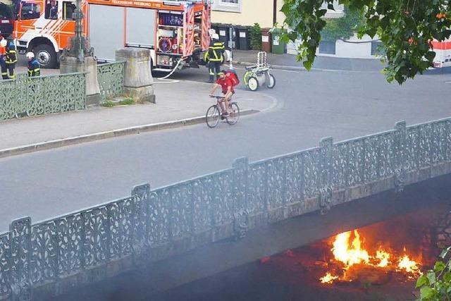 Brandstifter: Feuerwehr muss mehrere Brände löschen