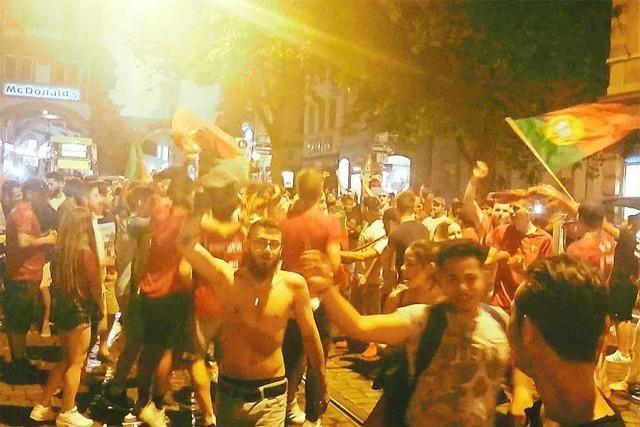 Video: Freiburger Portugal-Fans feiern auf der Kajo den EM-Titel