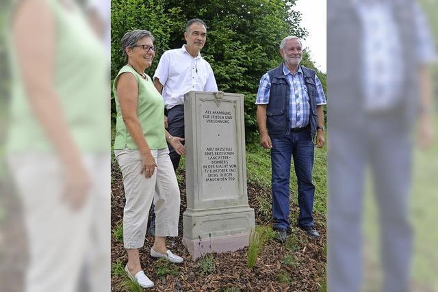 Britischer Bomber stürzte 1943 bei Kiechlinsbergen ab - Gedenkstein erinnert an Opfer