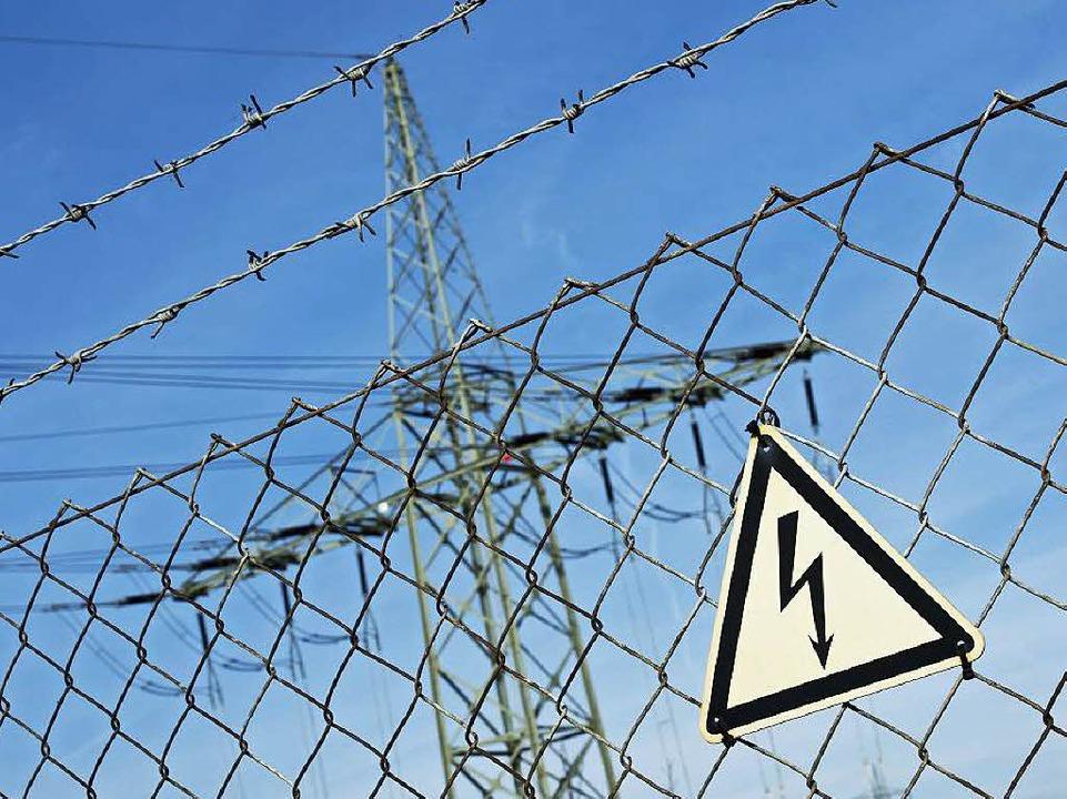 Vorsicht, Elektrizität? Im südlichen B...teilige Problem – Stromausfälle.  | Foto: dpa