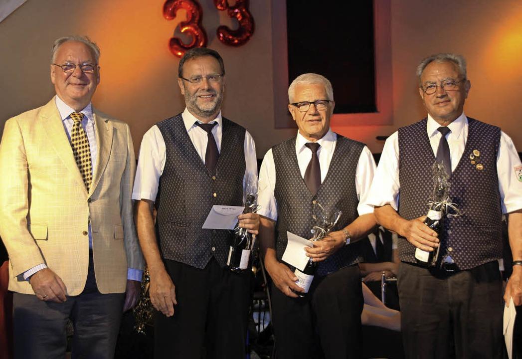Ehrung: Verbandspräsident Harald Bobet...z, Franz Fortwängler und Karl Eschbach  | Foto: Christiane Franz