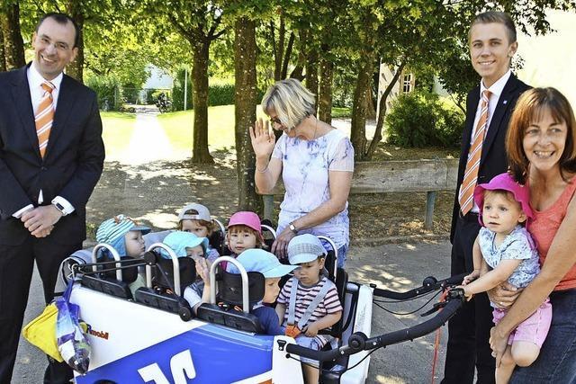 Gute Fahrt im neuen Baby-Cabrio