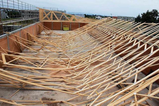Dach von Supermarkt-Rohbau in Ringsheim stürzt ein