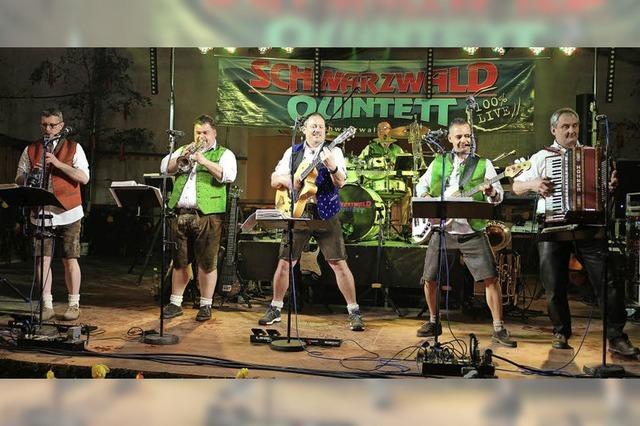 Das Schwarzwaldquintett spielt beim Bergfest in Hinterzarten