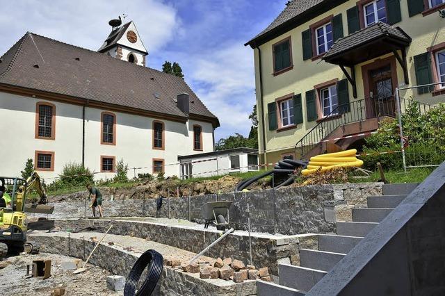 Der neue Kirchplatz in Gundelfingen wirkt wie ein kleines Amphitheater