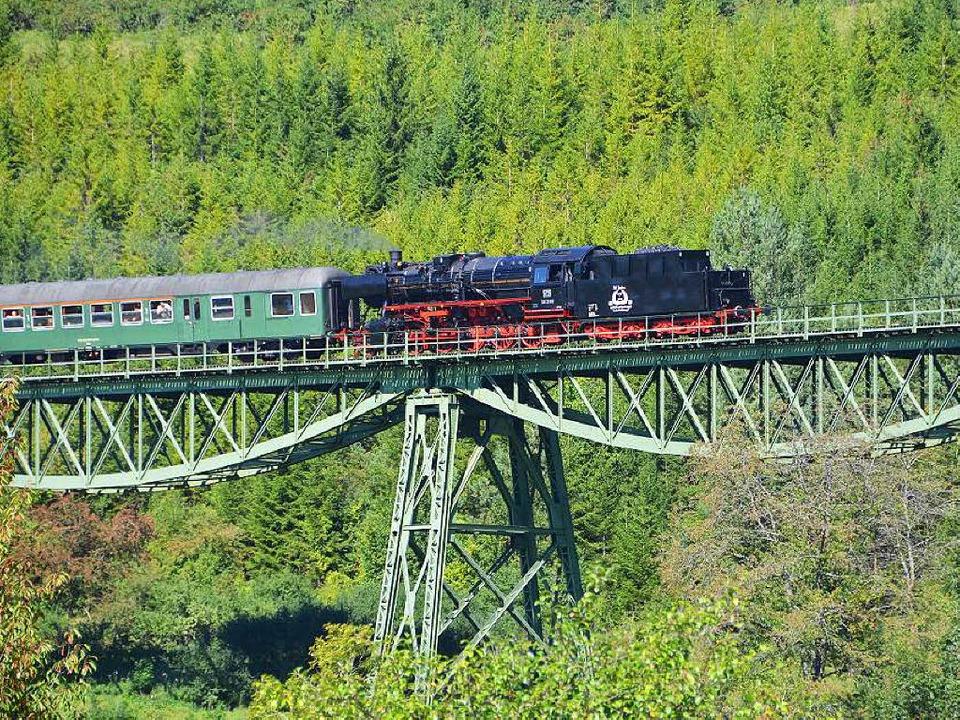 Die Wutachbahn, im Volksmund Sauschwän...ist ein Meisterwerk alter Bahntechnik.  | Foto: Juliane Kühnemund