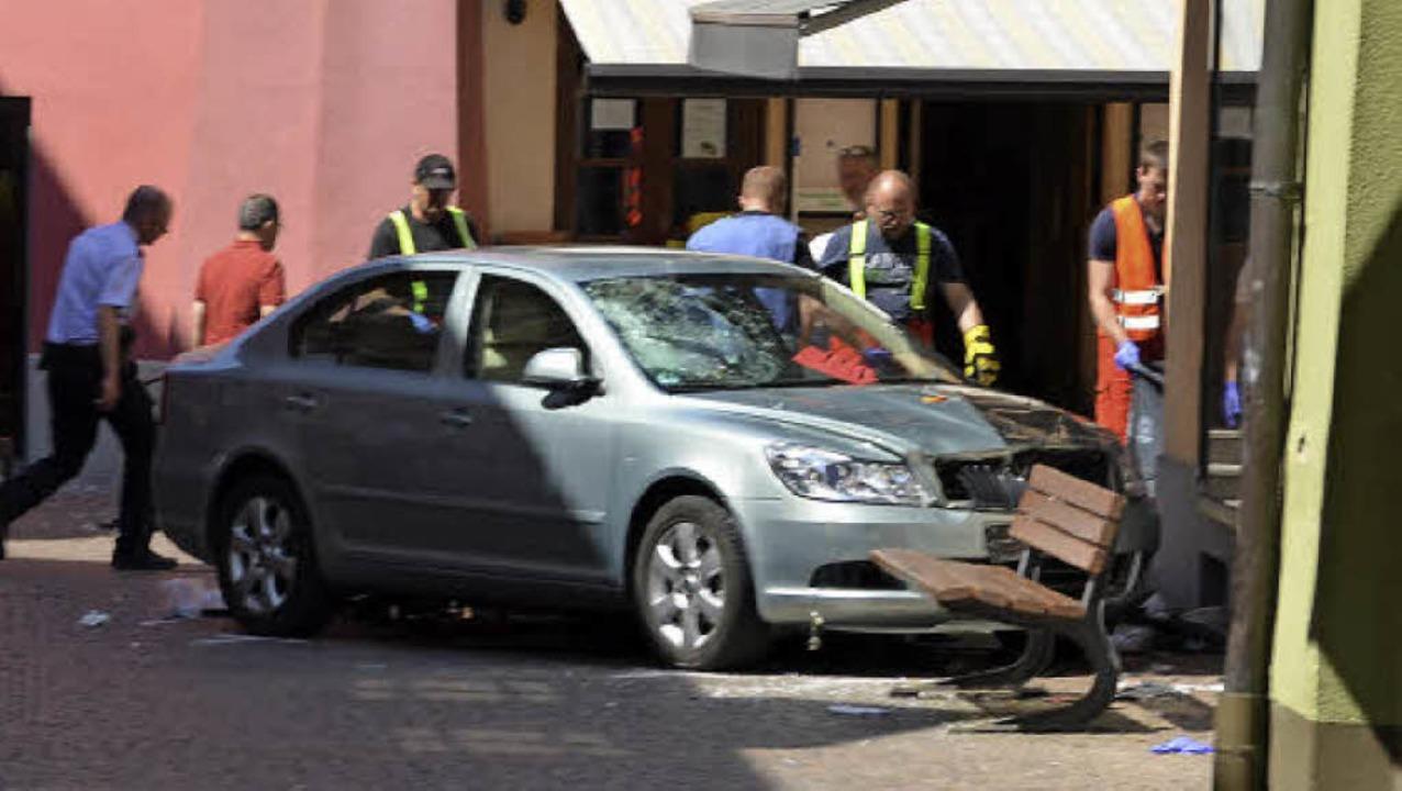 Ende einer tödlichen Schussfahrt: Das ...m vor dem Modehaus  Rieck zum Stehen.   | Foto: Felix Held