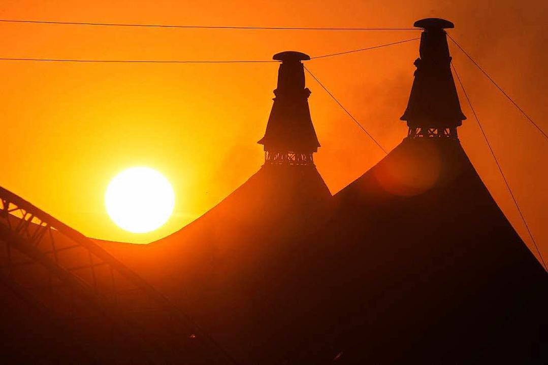 Das Zirkuszelt im Sonnenuntergang.    Foto: Wolfgang Grabherr