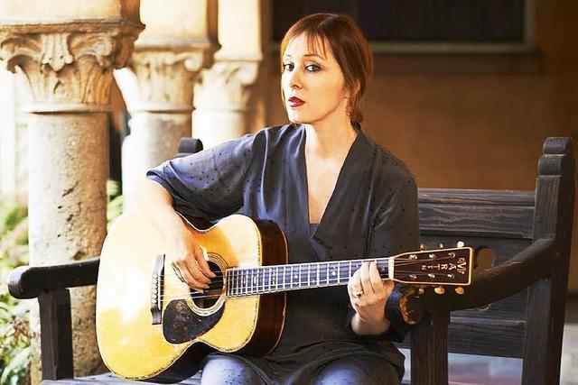 Suzanne Vega singt im Burghof