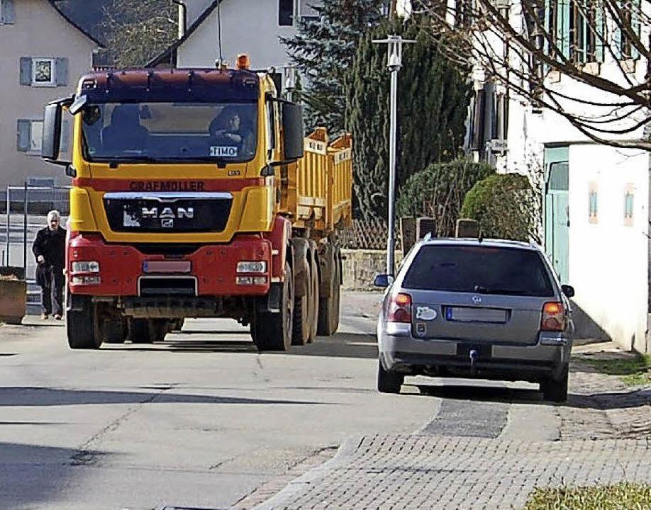 Der LKW-Verkehr vom und zum Steinbruch...lem für die Anwohner von Reichenbach.   | Foto: W. Beck