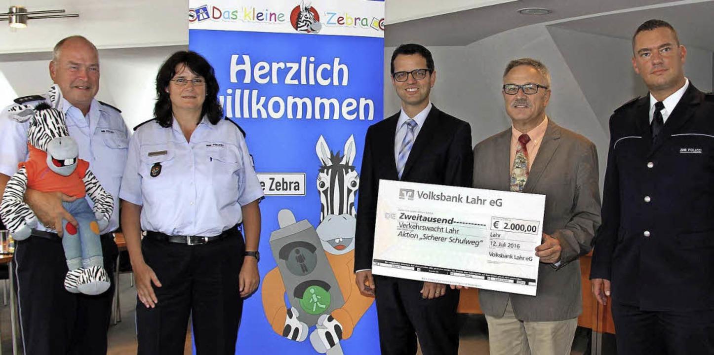 Sie leisten gemeinsam einen Beitrag fü...olizeireviers Lahr,  Felix Neulinger.     Foto: volksbank