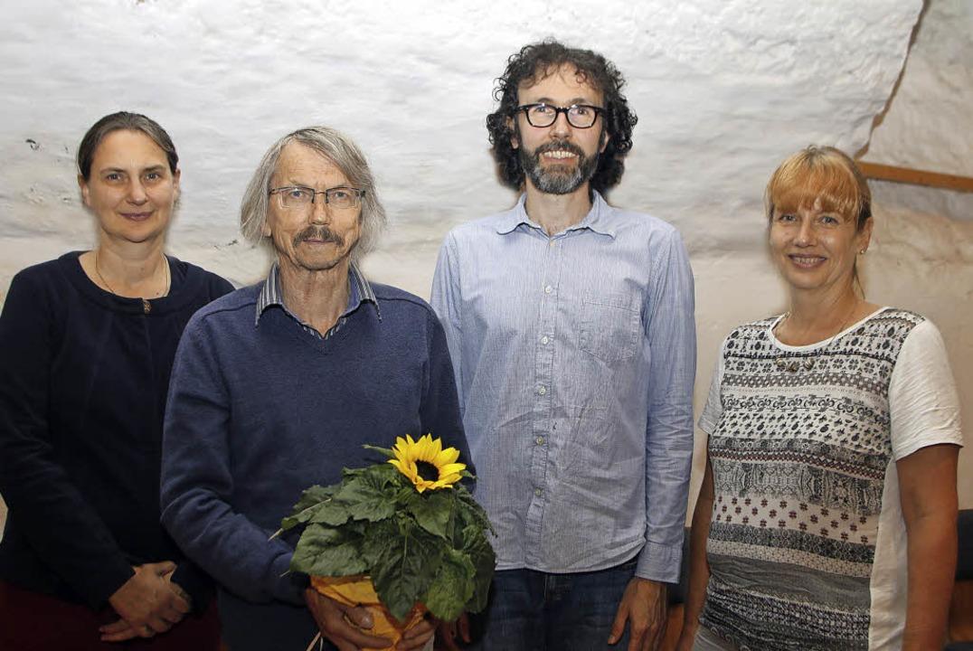 Helmut Frenzer (Zweite  von links) hat... Christopher Kern und Christine Buck.   | Foto: Heidi Fössel