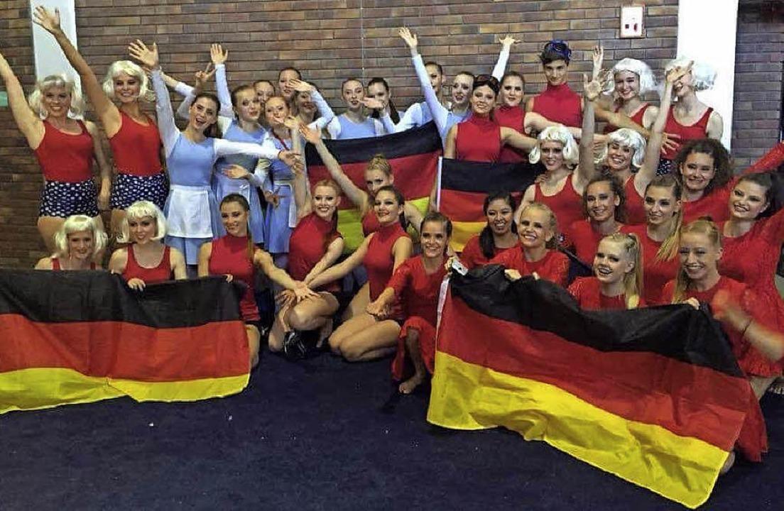 Tanzsportlerinnen der Schulen Armin Kr...n und vom 1. Jazzdance Club auf Jersey  | Foto: privat
