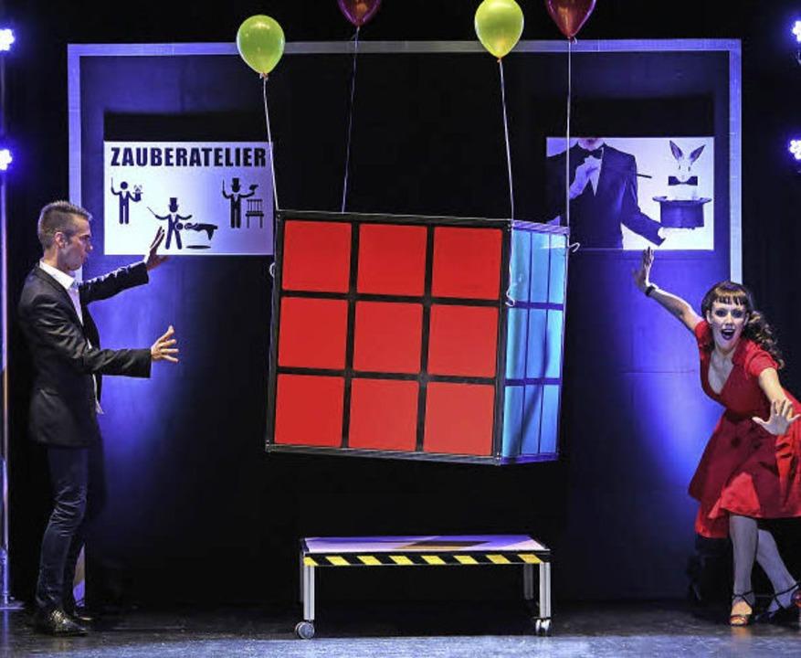 Der Würfel schwebt – und später ...hat diese Illusion selbst entwickelt.     Foto: ZVG