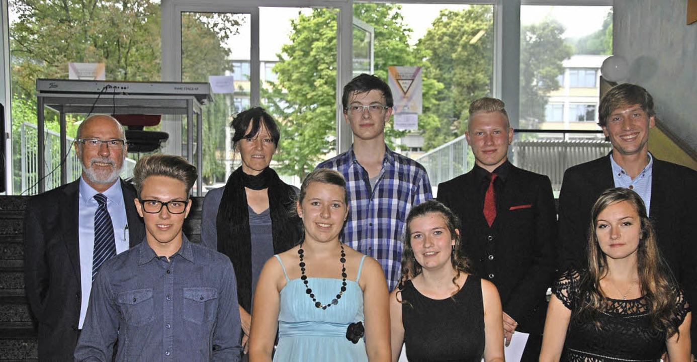 Sechs  Schüler erhielten ein Lob oder ... Heiderich, Klassenlehrer Felix Egger   | Foto: Alfred Lins