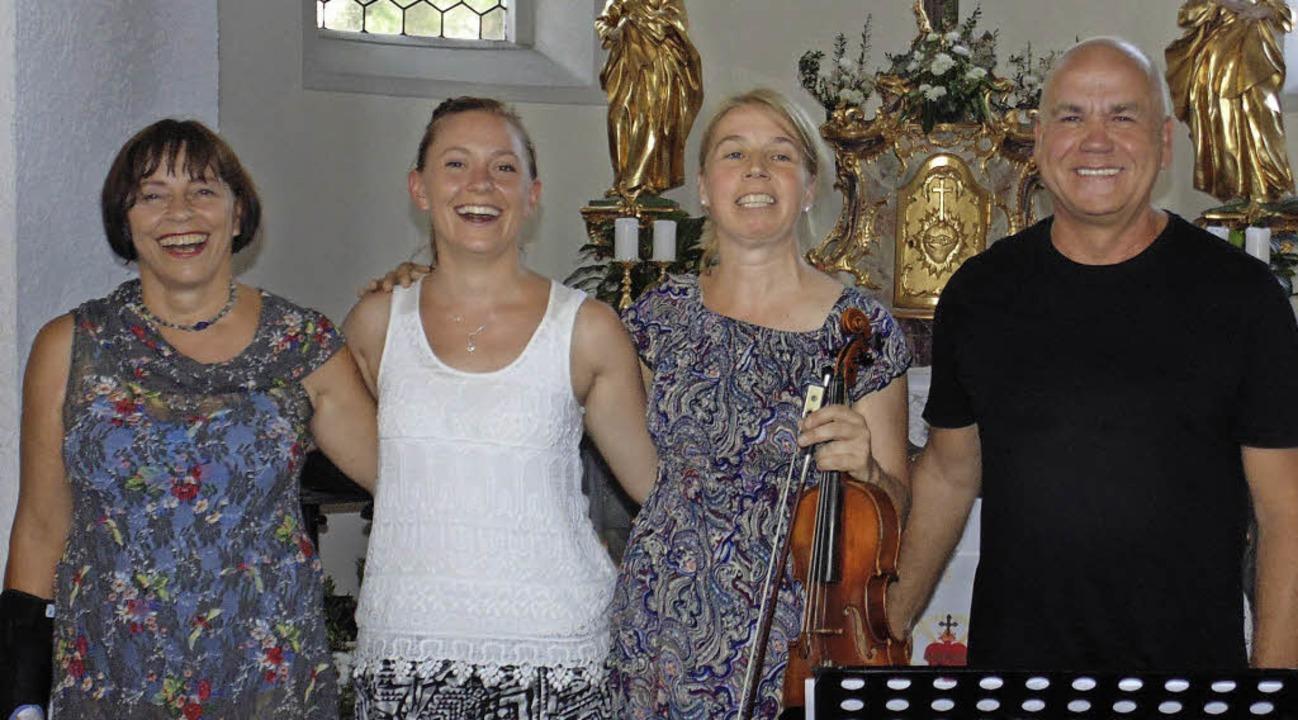 Hildegard Koch, Eva Koch, Katharina Mö...in der Herz-Jesu-Kapelle Harpolingen.   | Foto: Michael Gottstein