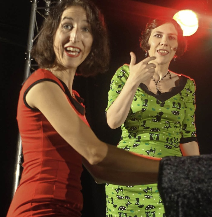 Claire Raiber (links) und Kristin de Oliveira beim Chansonabend    Foto: Roswitha Frey