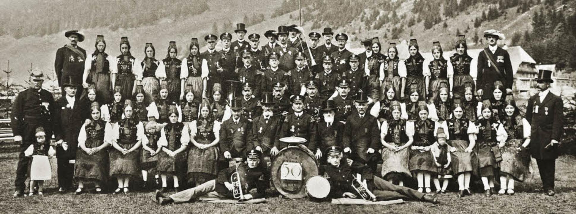 Der Musikverein Menzenschwand im Jahr 1926, 50 Jahre nach der Gründung.  | Foto: Musikverein Menzenschwand