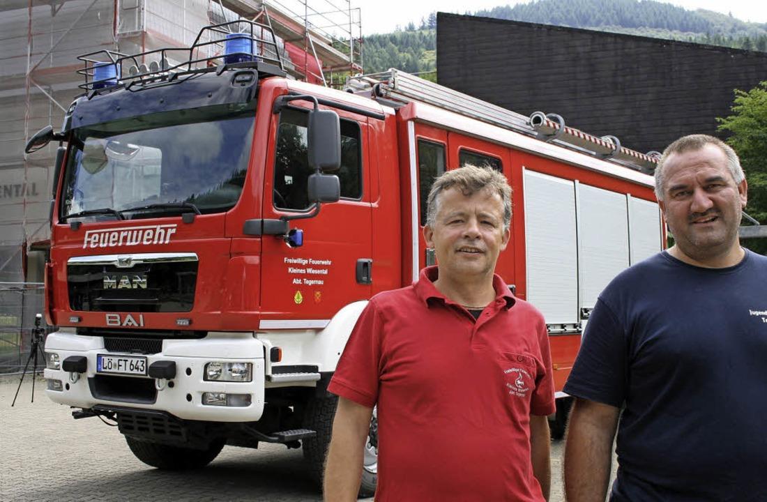 Tegernaus Abteilungskommandant Bernd R...zielle Übergabe des neuen Fahrzeugs.    | Foto: Ralph Lacher