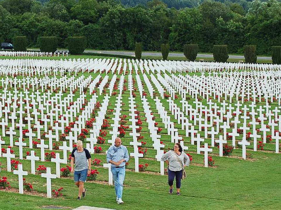 Noch im Tod in Reih und Glied: Kriegsg... dem früheren Schlachtfeld von Verdun   | Foto: Wulf Rüskamp