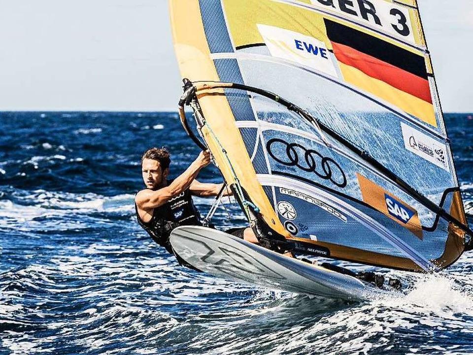 Toni Wilhelm auf seinem Board in der olympischen RS:X-Klasse   | Foto: STG/Lars Wehrmann