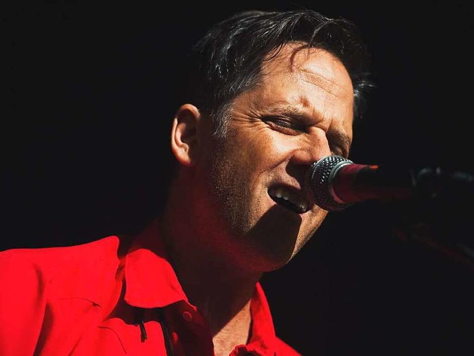 Sänger Joey Burns beim Calexico-Gig auf dem ZMF  | Foto: Miroslav Dakov
