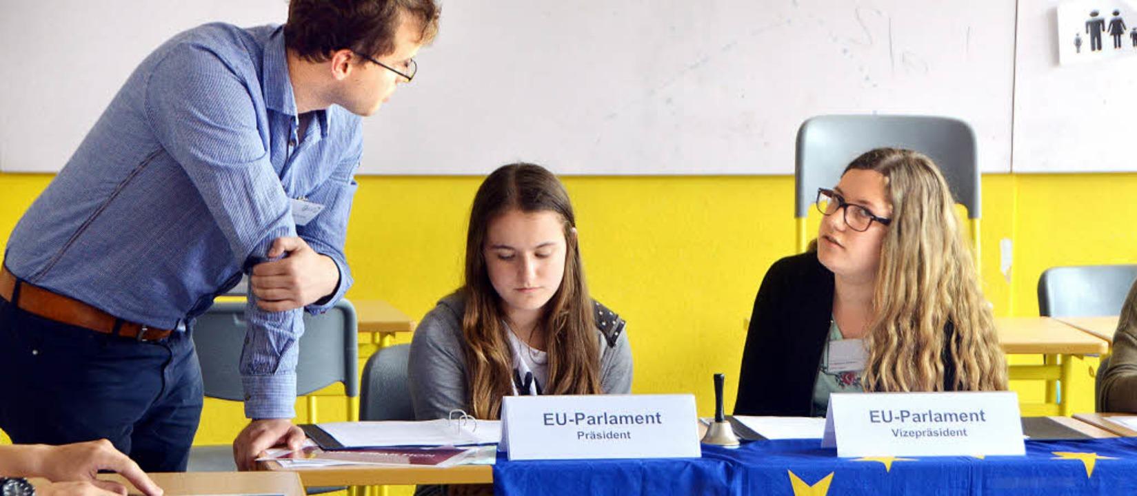 Planspiel Asyl- und Flüchtlingspolitik in der Emil-Dörle-Realschule  | Foto: Hanno Müller