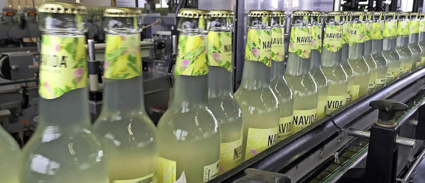 Die erste Serie der Limonade läuft in der Brauerei Lasser übers Band.   | Foto: zvg