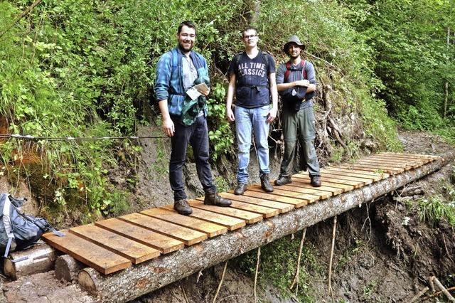 Notbrücke über Erdrutsch