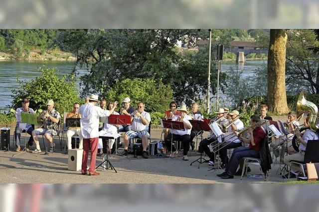 Sommerliches Konzert auf der Wiese hinter der Stadtkirche