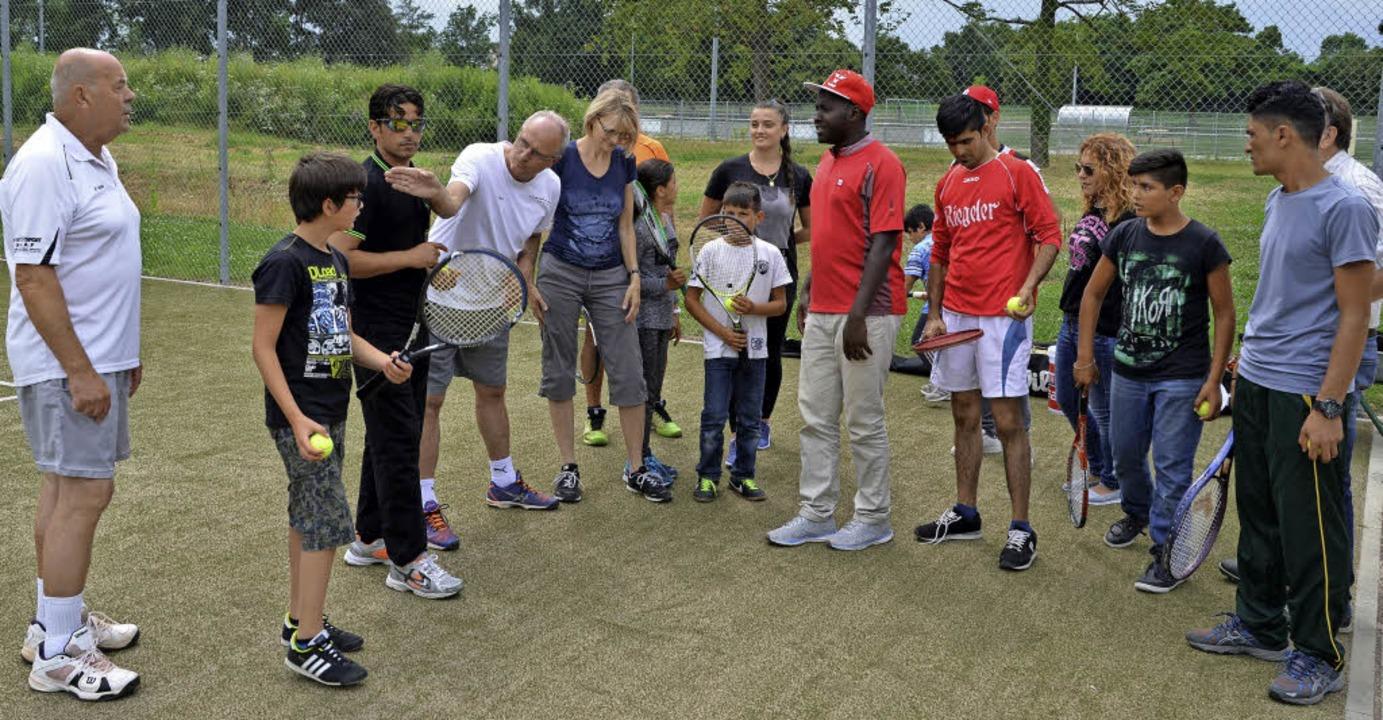 Ein Schnuppertraining für junge Flücht...eranstaltete der Tennisclub Breisach.   | Foto: Hans-Jochen Voigt