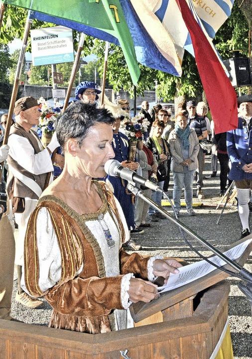 Béa Bieber begrüßte die Gäste in historischem Gewand.    Foto: Heinz u. Monika Vollmar
