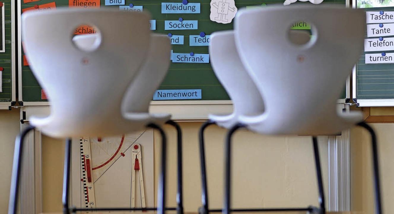 Verwaistes Schulzimmer: In Gottenheim ...t von Eltern zu viel  Unterricht aus.     Foto: dpa