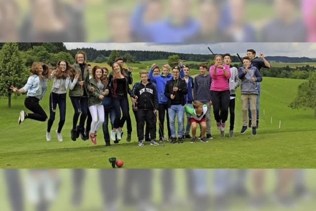 Abschlag auf Golfplatz statt Turnen in der Sporthalle