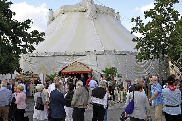 Großer Andrang zum Festauftakt in Wettelbrunn