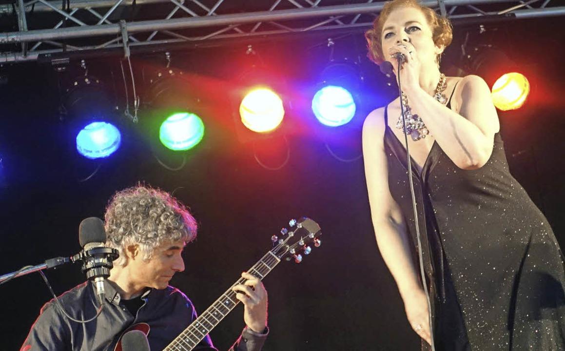 Daniela Bianca Gierok und der Gitarrist Gaetano Siino   | Foto: Roswitha Frey