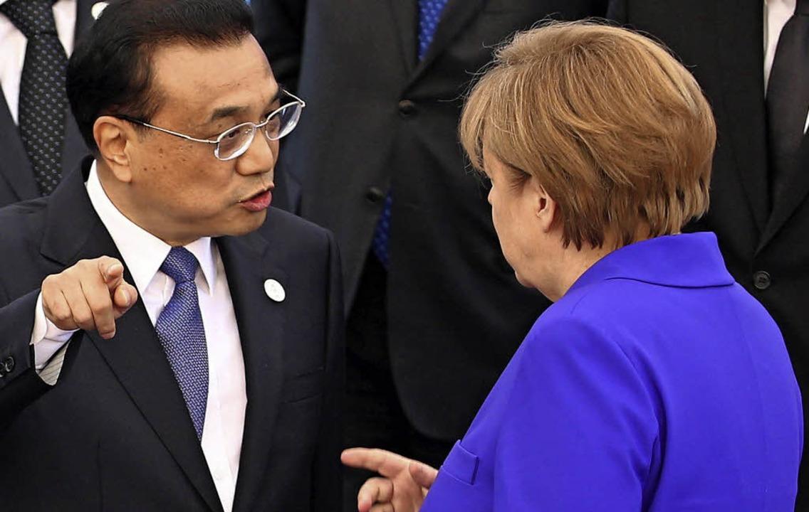 Chinas Regierungschef Li Keqiang und Kanzlerin Angela Merkel im Gespräch     Foto: DPA