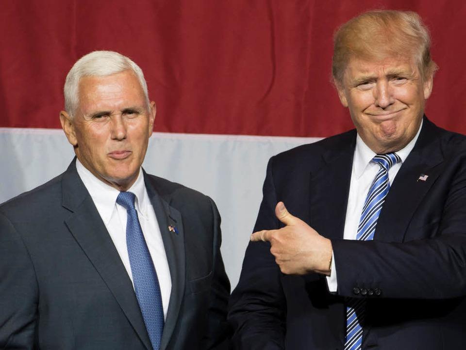 Donald Trump (rechts) stellt den Gouverneur von Indiana, Mike Pence, vor.     Foto: AFP